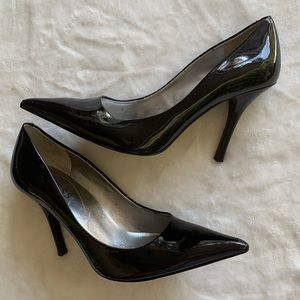 Guess Solid Black Patent Leather Point Toe Pumps